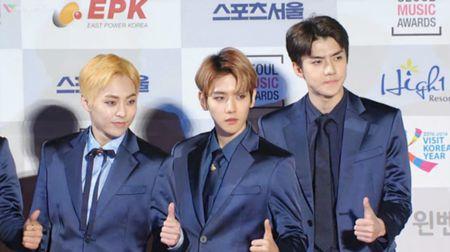 Seoul Music Awards: Loat idol nu kho so che chan vi vay ngan - Anh 22