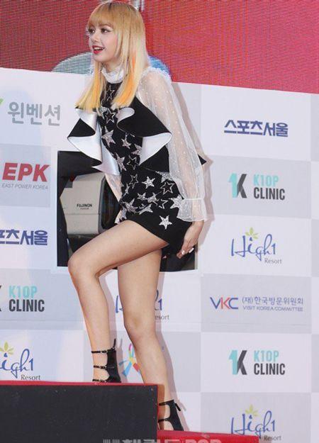 Seoul Music Awards: Loat idol nu kho so che chan vi vay ngan - Anh 8