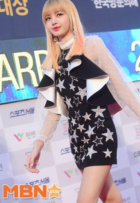 Seoul Music Awards: Loat idol nu kho so che chan vi vay ngan - Anh 9