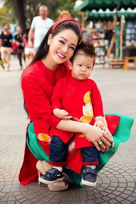 Nhat Kim Anh rang ro cung con trai dao pho Tet - Anh 5