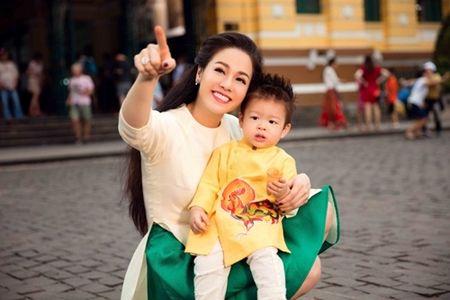 Nhat Kim Anh rang ro cung con trai dao pho Tet - Anh 8