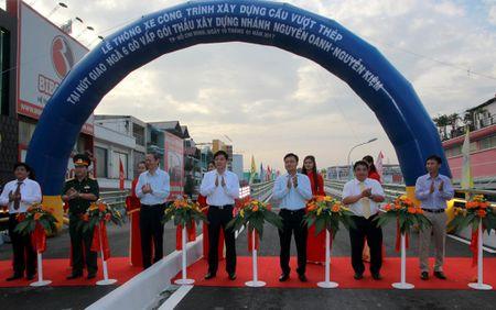 TP.HCM: Cau vuot nga sau Go Vap chinh thuc thong xe - Anh 1