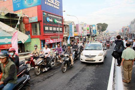 TP.HCM: Cau vuot nga sau Go Vap chinh thuc thong xe - Anh 3
