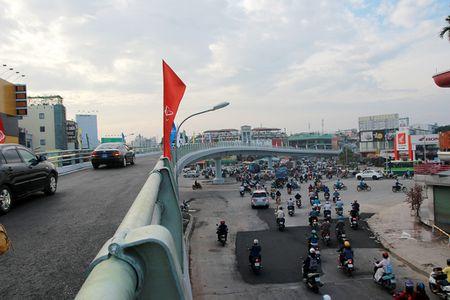 TP.HCM: Cau vuot nga sau Go Vap chinh thuc thong xe - Anh 4