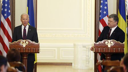 Tong thong Ukraine hy vong 'dua dam' duoc chinh quyen moi cua My - Anh 1