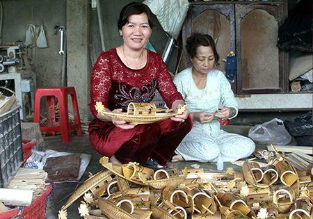 Nhung 'thuyen rong ti hon' quang ba van hoa xu Hue - Anh 1