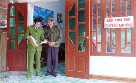 Ve phuong Cham Mat nghe cau chuyen nguoi dan dau tranh voi toi pham - Anh 1