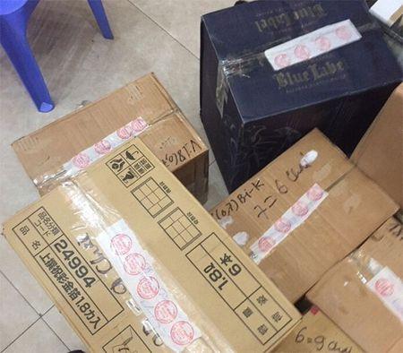 Hon 300 chai ruou khong nguon goc bay ban trong cua hang - Anh 3