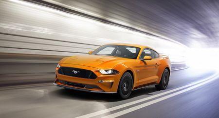 Ford Mustang 2018 'ngon bo re' vua duoc ra mat co gi hay? - Anh 1