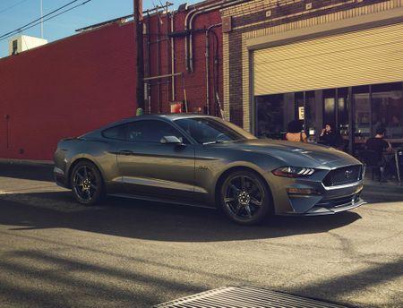 Ford Mustang 2018 'ngon bo re' vua duoc ra mat co gi hay? - Anh 2