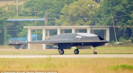 Trung Quoc khoe UAV tang hinh be ngoai giong het B-2 cua My - Anh 1