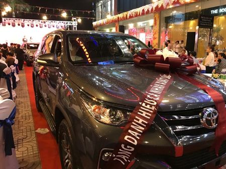 C.T Group thuong tet bang xe Toyota Fortuner - Anh 1