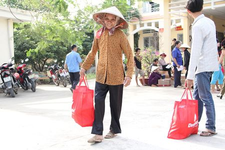 Dong Tam Group tang qua Tet cho ba con co hoan canh kho khan - Anh 3