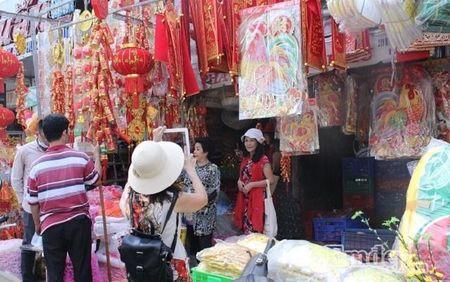 Ngay 22 thang Chap: Nguoi Sai Gon ron rang mua sam Tet tai cho tai loc Hai Thuong Lan Ong - Anh 16