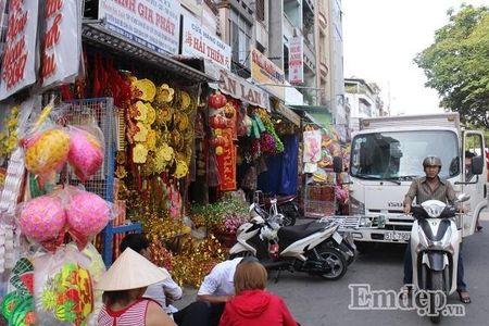 Ngay 22 thang Chap: Nguoi Sai Gon ron rang mua sam Tet tai cho tai loc Hai Thuong Lan Ong - Anh 17