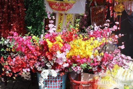 Ngay 22 thang Chap: Nguoi Sai Gon ron rang mua sam Tet tai cho tai loc Hai Thuong Lan Ong - Anh 3