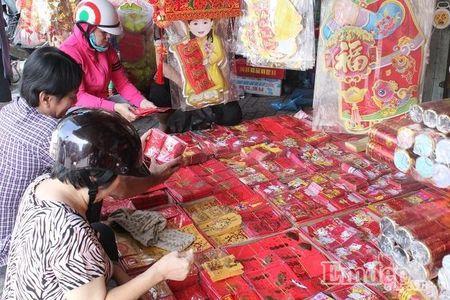 Ngay 22 thang Chap: Nguoi Sai Gon ron rang mua sam Tet tai cho tai loc Hai Thuong Lan Ong - Anh 5