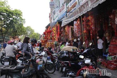 Ngay 22 thang Chap: Nguoi Sai Gon ron rang mua sam Tet tai cho tai loc Hai Thuong Lan Ong - Anh 6