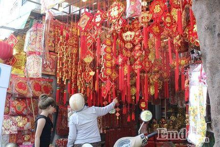 Ngay 22 thang Chap: Nguoi Sai Gon ron rang mua sam Tet tai cho tai loc Hai Thuong Lan Ong - Anh 9
