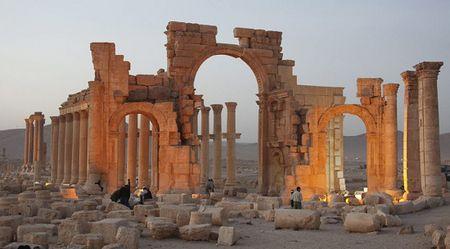 IS hanh quyet 12 giao vien, quan nhan o Palmyra - Anh 1