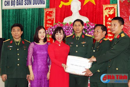 Can bo, chien sy dao Son Duong san sang chien dau cao - Anh 2