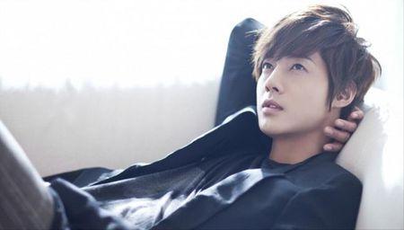 Ban gai cu Kim Hyun Joong lam gia chung cu say thai de doi tien boi thuong tu anh - Anh 1