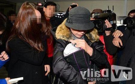 Ban gai cu Kim Hyun Joong lam gia chung cu say thai de doi tien boi thuong tu anh - Anh 3