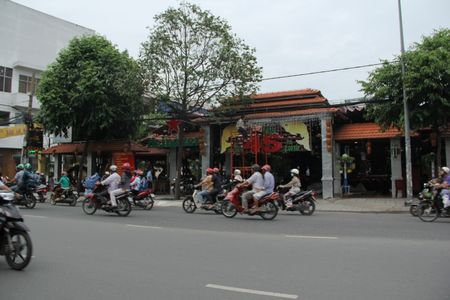 Lam ro nghi van Cong ty CP Duoc lieu TW 2 thu loi 'khung' tu cho thue dat trai phep - Anh 1