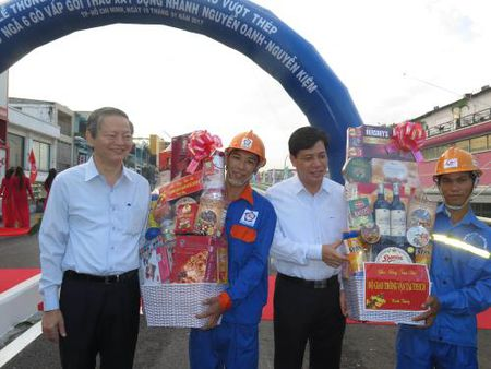Tp. Ho Chi Minh: Thong xe nhanh cau vuot Nga 6 Go Vap - Anh 2