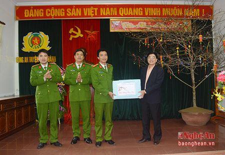 Pho Bi thu Tinh uy chuc Tet can bo, chien sy va nhan dan huyen Yen Thanh - Anh 1