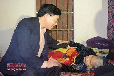 Pho Bi thu Tinh uy chuc Tet can bo, chien sy va nhan dan huyen Yen Thanh - Anh 3