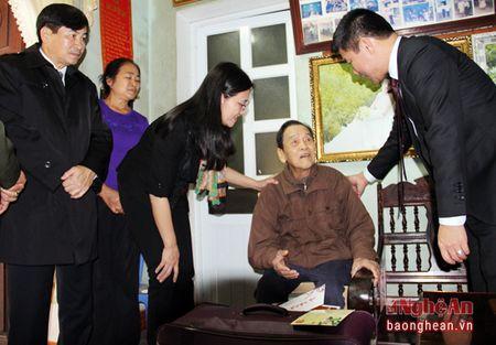 Lanh dao tinh tham, chuc Tet tai Nghia Dan va TX. Thai Hoa - Anh 7