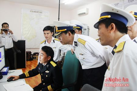 Bo Tu lenh Vung III Hai quan chuc Tet quan, dan huyen dao Ly Son - Anh 5