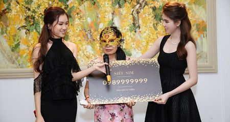 Bi nghi co 'chan go', phia Ngoc Trinh cong khai giay to cua dai gia 'bung' dau gia sim khung - Anh 1