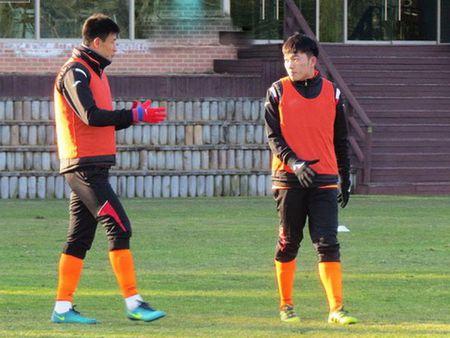 HLV Gangwon FC an tuong truoc kha nang kien tao cua Xuan Truong - Anh 1