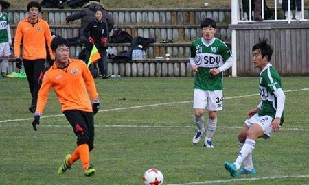 HLV Gangwon FC an tuong truoc kha nang kien tao cua Xuan Truong - Anh 2