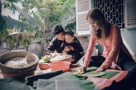 Gia dinh Khanh Thi - Phan Hien muon don Tet theo phong cach dan da - Anh 2