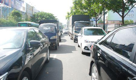 'Thu pham' tao ma tran ket xe khu san bay Tan Son Nhat ngay can Tet - Anh 4