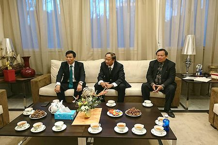 Bo truong Nguyen Ngoc Thien lam viec voi Dai su Viet Nam tai Tay Ban Nha - Anh 1
