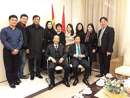 Bo truong Nguyen Ngoc Thien lam viec voi Dai su Viet Nam tai Tay Ban Nha - Anh 3