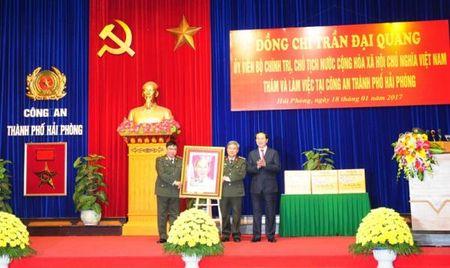 Chu tich nuoc tham va lam viec tai Cong an Hai Phong - Anh 2
