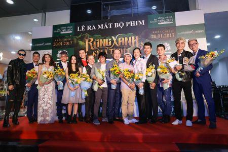 Fan vay quanh Hoai Linh tren tham do ra mat phim - Anh 1