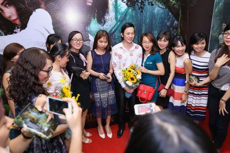Fan vay quanh Hoai Linh tren tham do ra mat phim - Anh 3