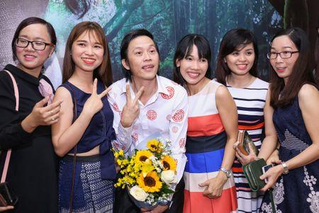 Fan vay quanh Hoai Linh tren tham do ra mat phim - Anh 4