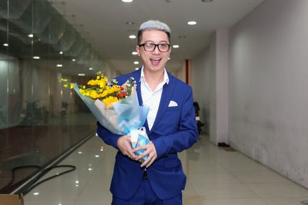 Fan vay quanh Hoai Linh tren tham do ra mat phim - Anh 6