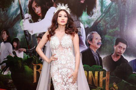 Fan vay quanh Hoai Linh tren tham do ra mat phim - Anh 8