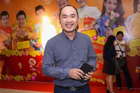 Fan vay quanh Hoai Linh tren tham do ra mat phim - Anh 9