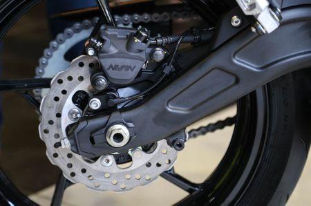 Chi tiet nakedbike gia mem Kawasaki Z650 vua ra mat tai VN - Anh 11
