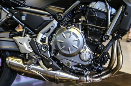 Chi tiet nakedbike gia mem Kawasaki Z650 vua ra mat tai VN - Anh 3