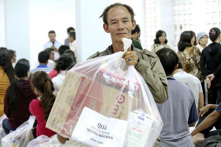 Vu chay 72 can nha o Nha Trang: Cac ho dan se co noi o moi - Anh 2